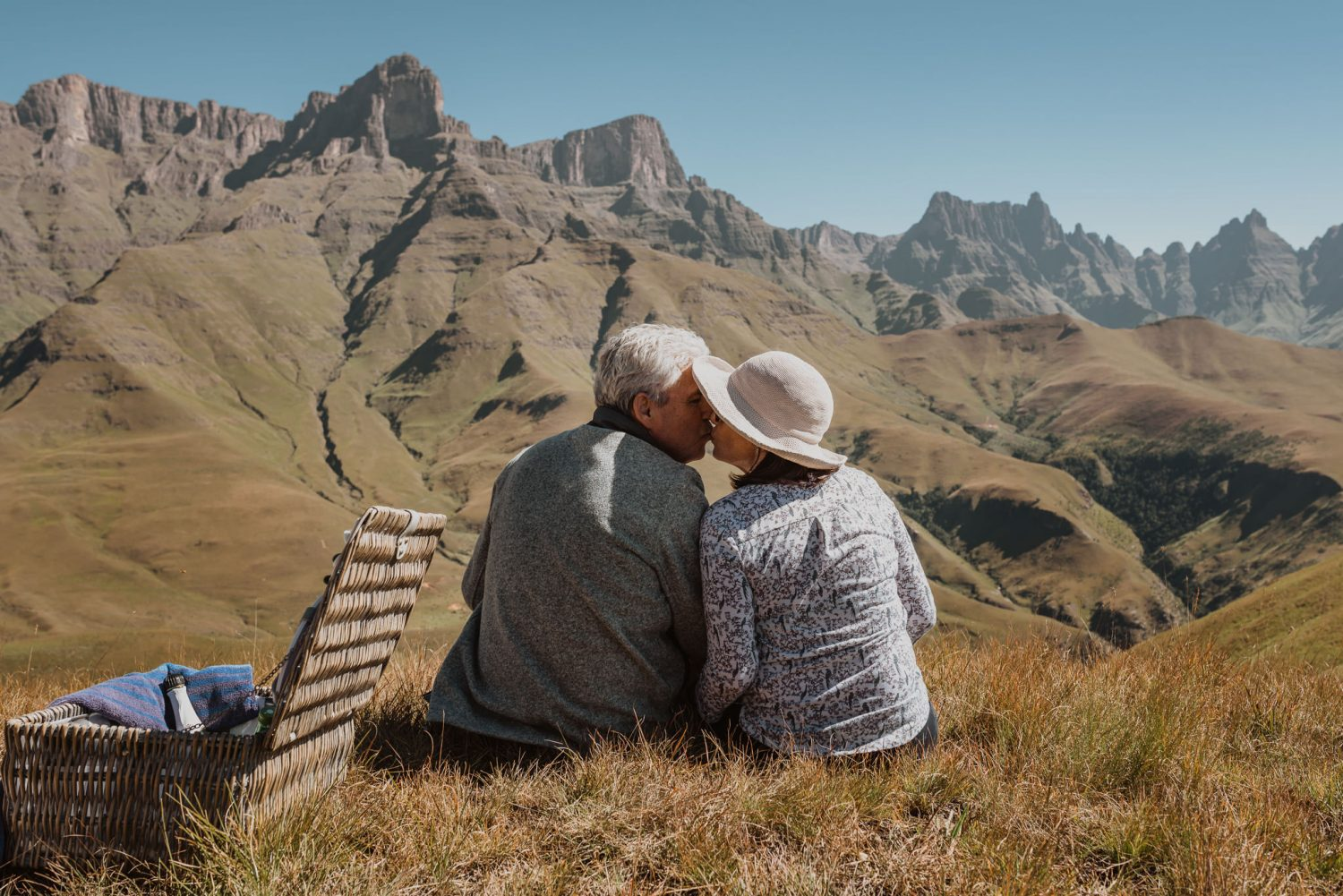 Drakensberg-Helicopter-Flight-Picnic-Couple-Photoshoot-kiss-mountain-view-top