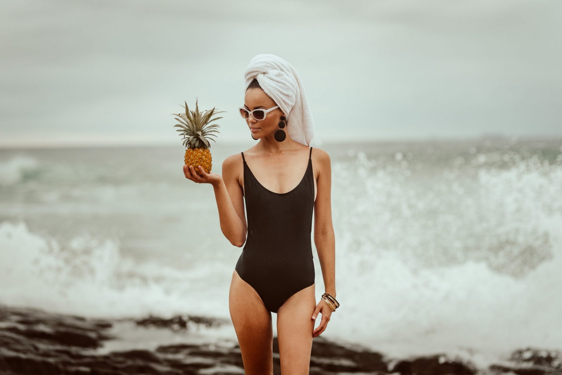 retro_swimwear_model_beach_charne_cr8tiveduo_capetownlifestylephotographer_capetownphotographer_pineapple_towel_crushing_wave